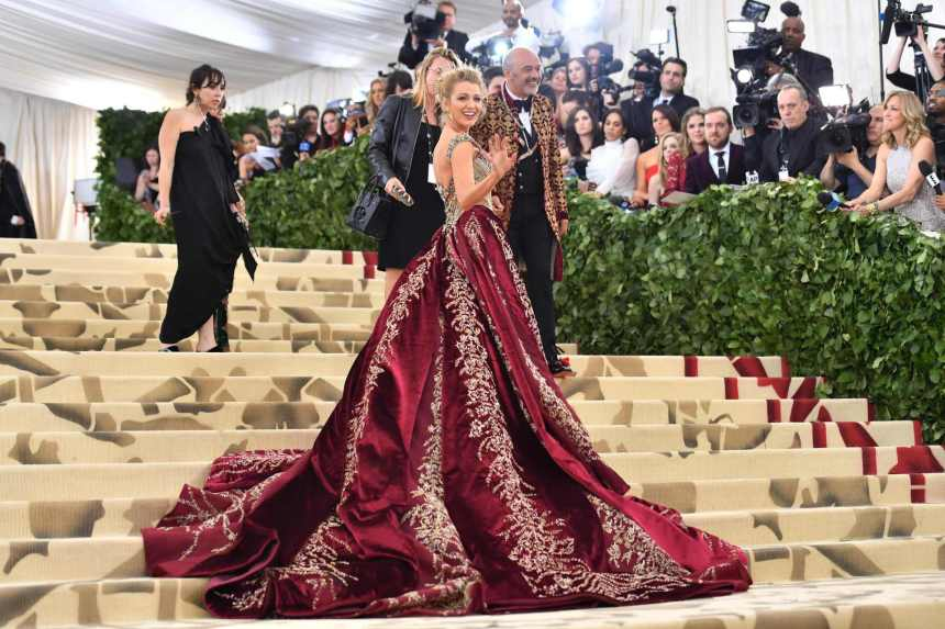 chp_export_176857852_blake-lively-arrives-for-the-2018-met-gala-on-may-7-2018-at-the-metropolita